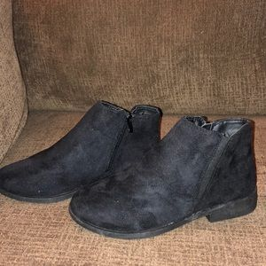 NEW Women's Black Microsuede Ankle Boots Size 8